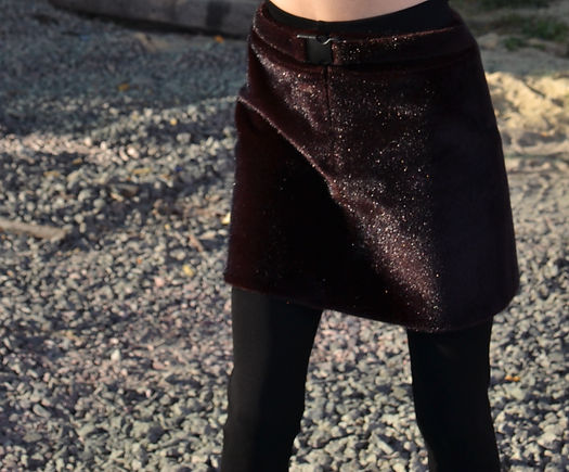 MASHAT AW18/19 Collection: close-up photo of bordo faux fur mini-skirt with decorative belt