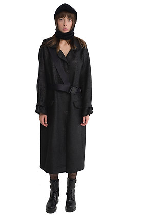 COAT WITH A SAFETY BELT