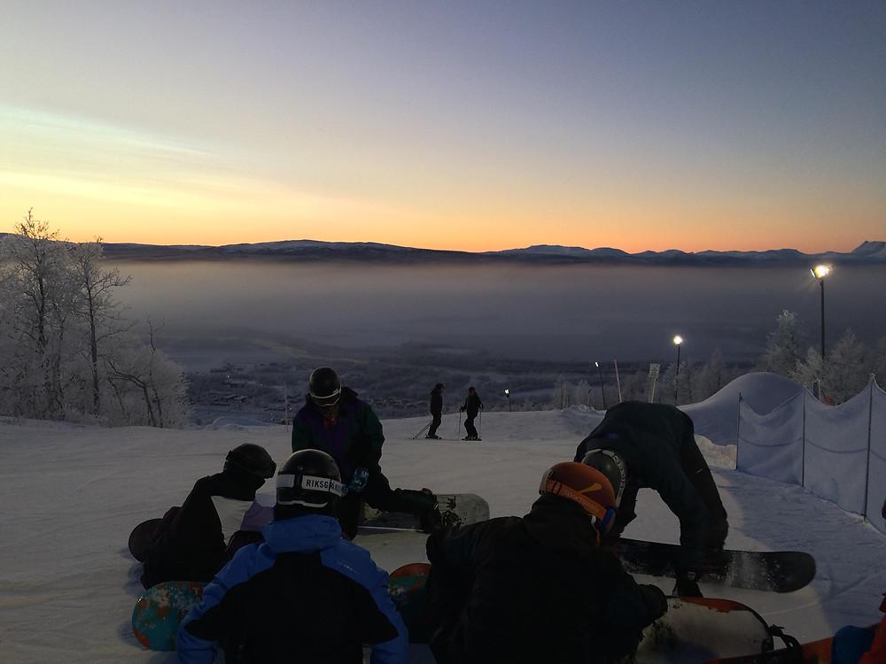 Snowboardåkarna på introkursen i Hemavan