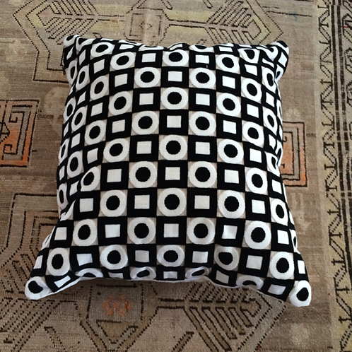 Vintage B&W retro velvet throw