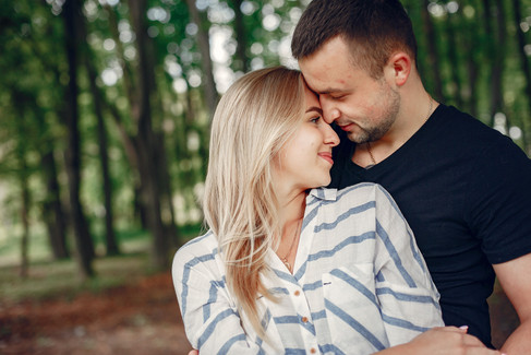 beautiful-couple-spend-time-on-a-summer-