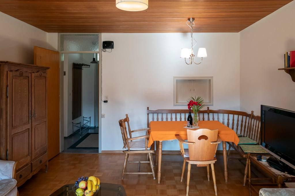 חדר-אוכל