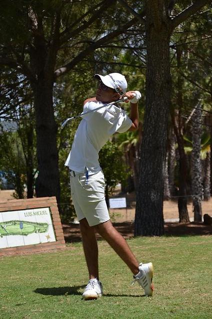 Gian´s photo playing golf.JPG