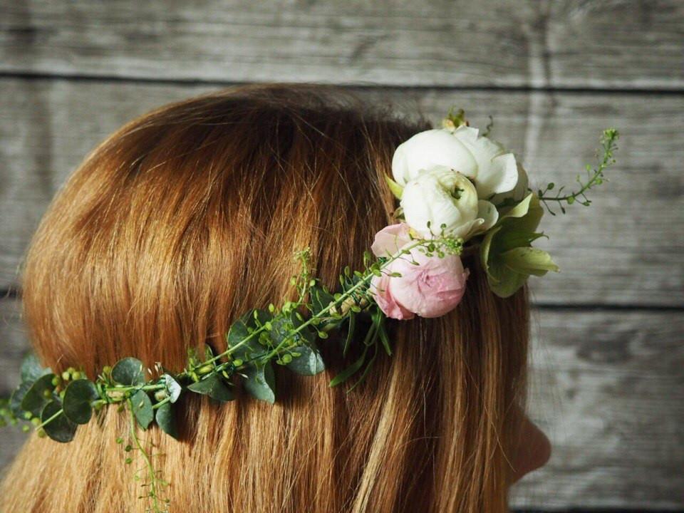 Цветы на голову. Венок из живых цветов невесте на свадьуб