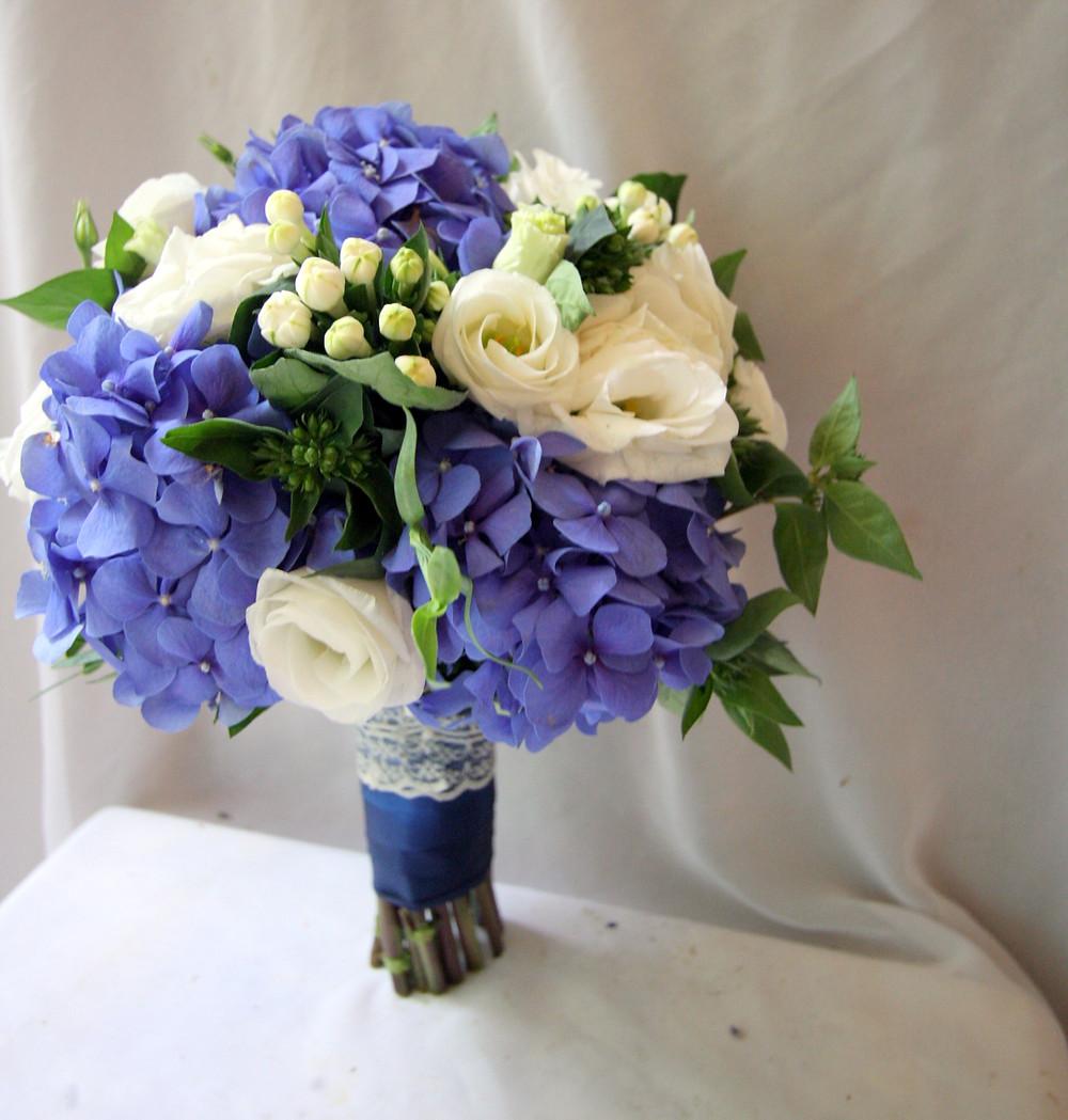 Синий букет невесты с гортензией