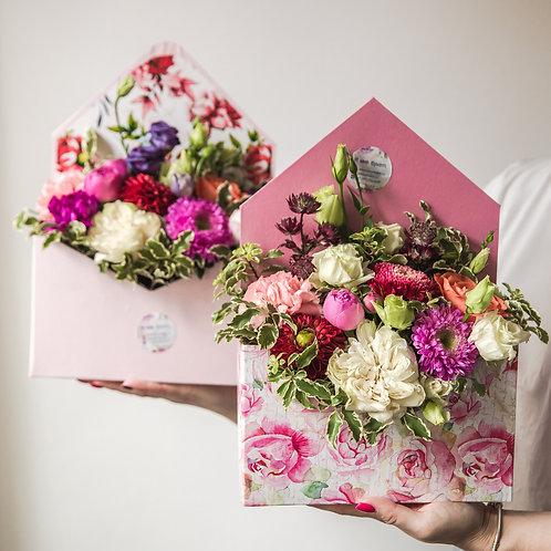 Конверт с живыми цветами