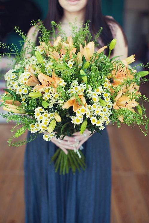 лилии ромашки букет