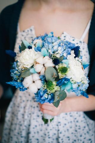 Синий букет невесты с гортензией и сухоцветами