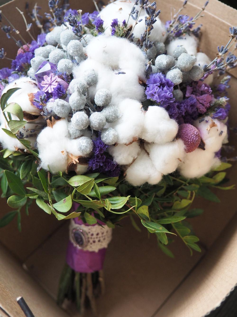 Свадебный букет из сухоцветов из хлопка и лаванды