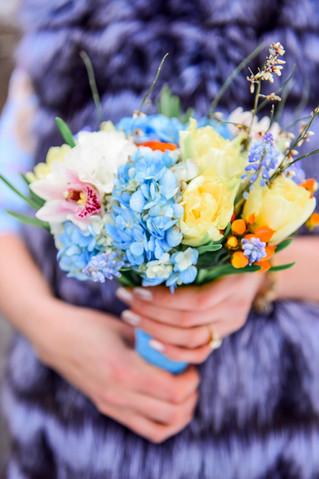 Весенний букет невесты с цветущими веточками