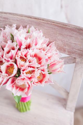 Свадебный букет из розовых тюльпанов