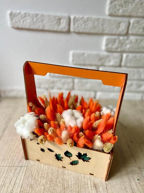 композиция из оранжевых осенних сухоцветов в школу
