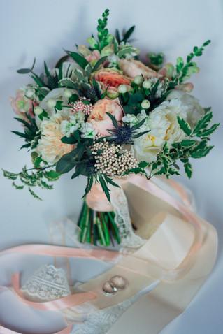 Персиковая свадьба с колючками
