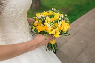 Солнечный желтый букет невесты