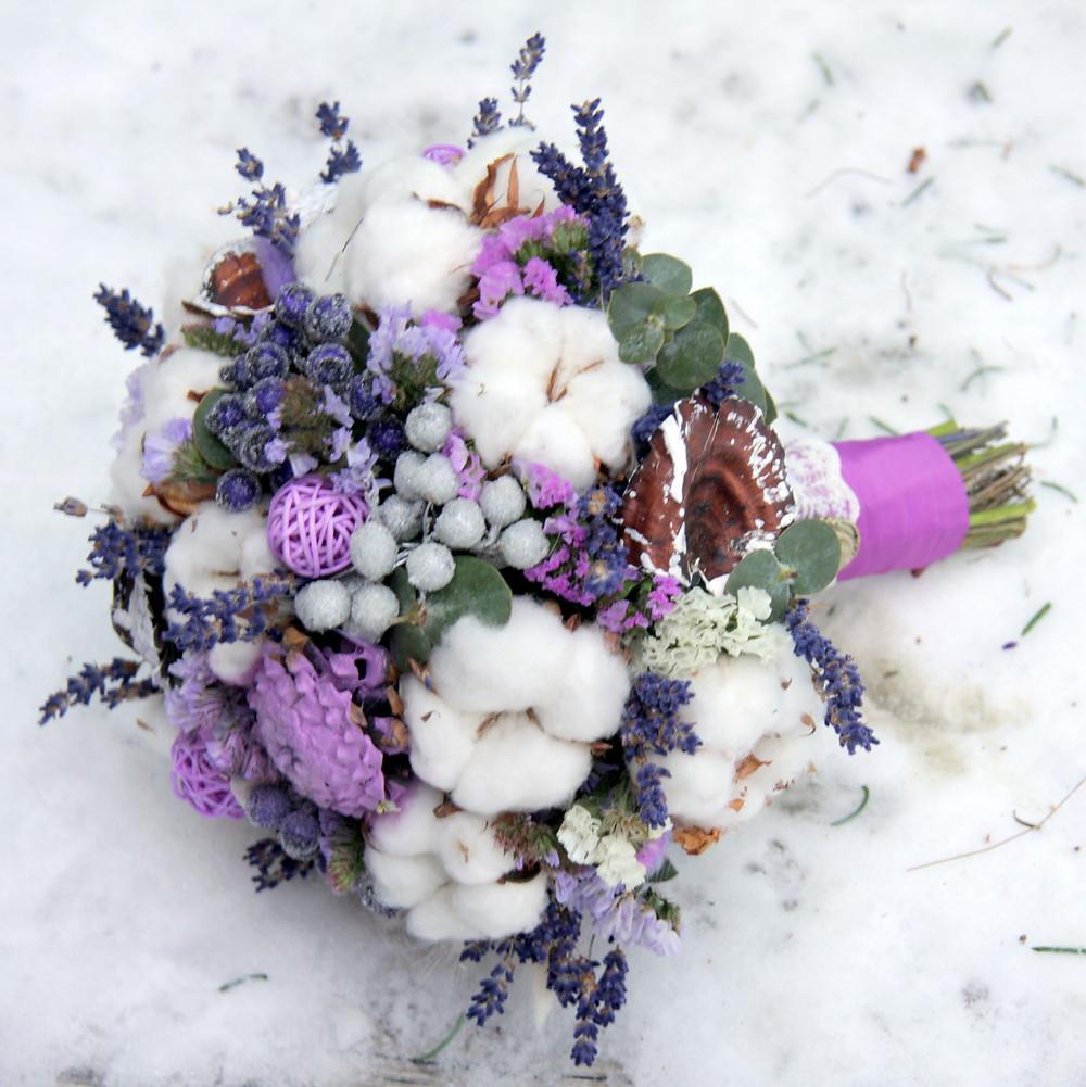Зимний букет невесты с хлопком и лавандой