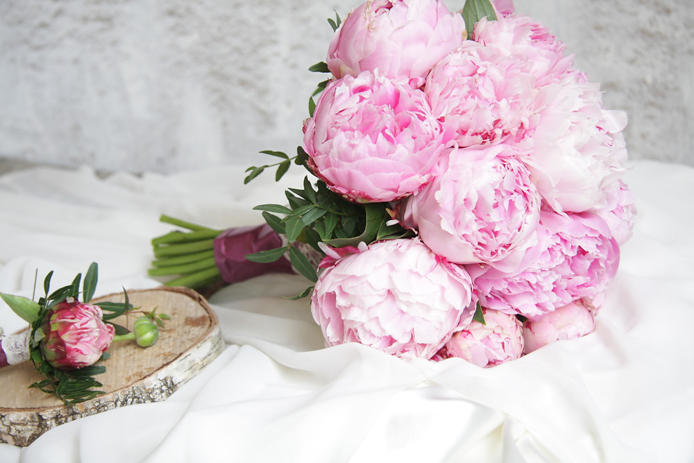 Букет невесты с нежно розовыми пионами