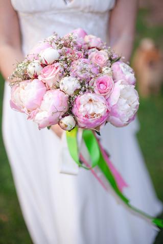 Букет невесты из пионов в мае
