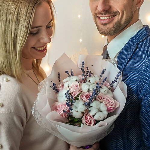 букет 14 февраля розы хлопок лаванда