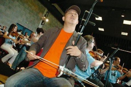 Guo Gan et le violon dix fois centenaire. Le musicien chinois va présenter ce soir le ehru, un violo