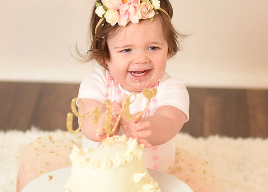 Birthday-cake-photography-Waukesha-smile