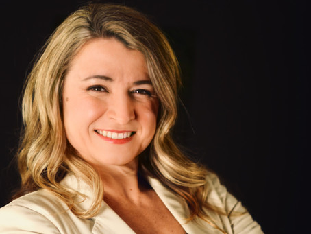 Headshot-Business-Corporate-Portrait-Waukesha-Wisconsin-Lake Country-Professional-Woman-Success