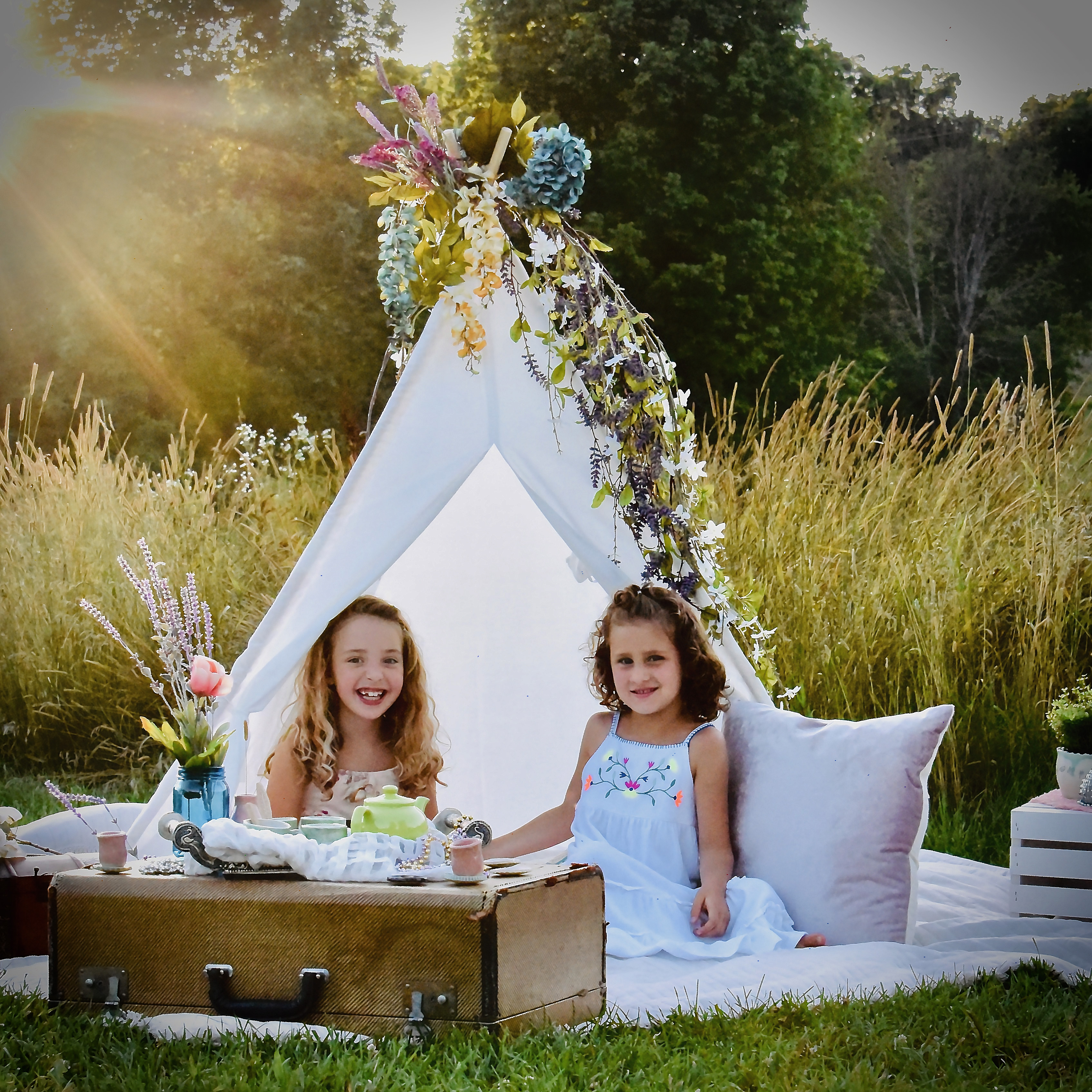 Outdoor Tent with girls Blue Angelique P