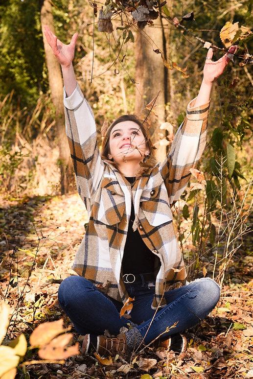 Photos Senior, Senior Photography Waukesha, Blue Angelique Photography, Autumn, Leaves, Girl in Plaid shirt