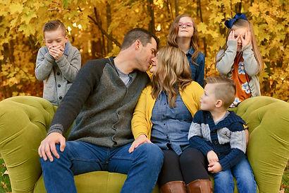 Autumn-Family-kids-kiss-green-couch.jpg