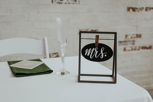 """The """"Mrs."""" Side of a sweetheart table._."""