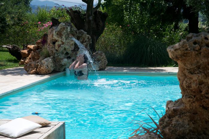 Refreshing break in the pool