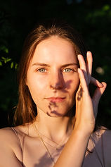 Friederike Laker Yoga Tempelhofer Feld Yoga Berlin Neukölln Vinyasa Flow Yoga Chin Mudra