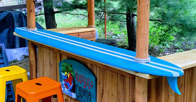 100% RECYCLED PLASTIC SURFBOARD BAR TOP WITH FIN