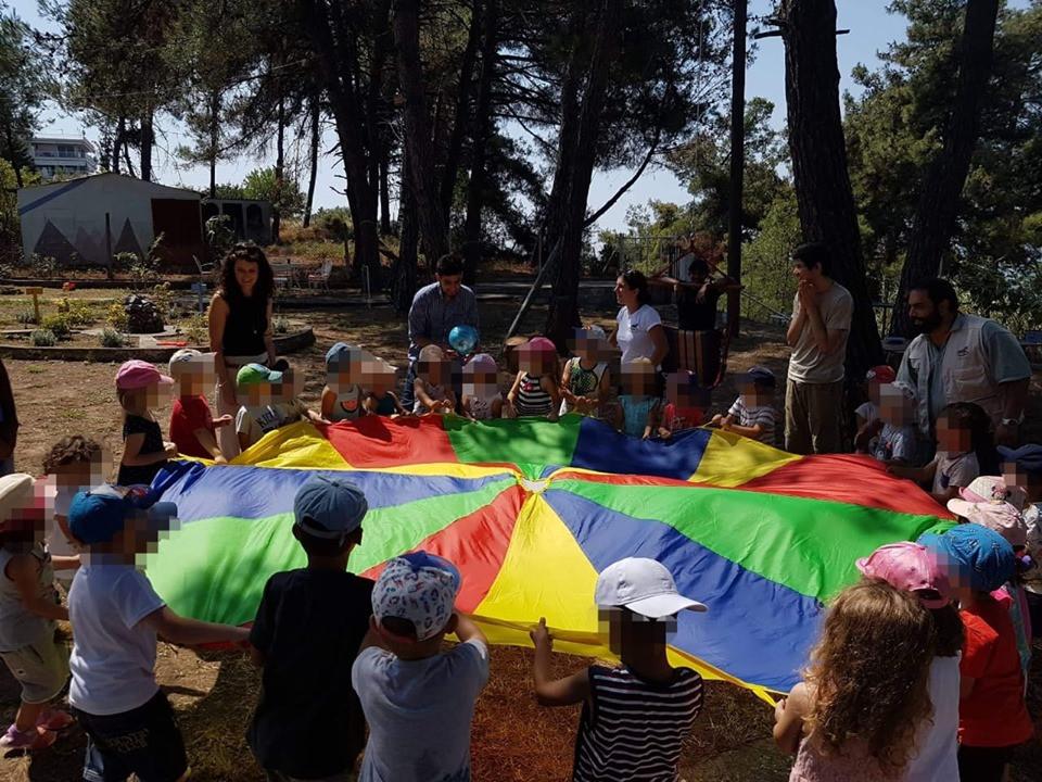 Επίσκεψη από τοπικό παιδικό σταθμό στο χώρο δράσης της ομάδας στην Επανομή