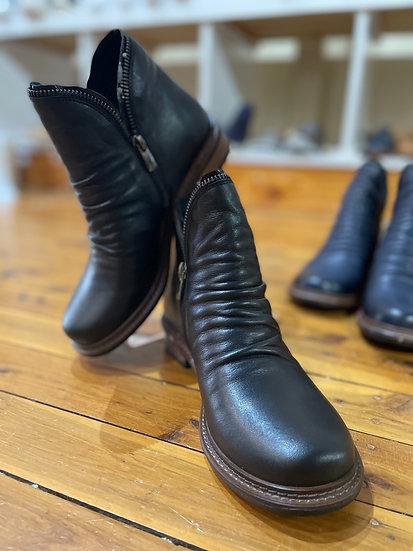 Black Eos Boot