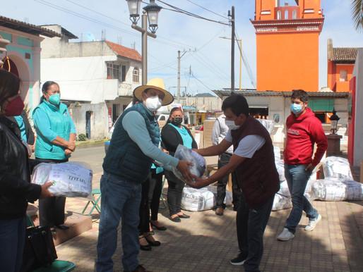 ENTREGA DE UNIFORMES ESCOLARES Y CALZADO A INSTITUCIONES DEL MUNICIPIO.
