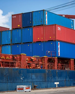 shipping-containers-1096829_640.jpg