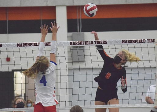 MARSHFIELD VOLLEYBALL CRUISES PAST WAUSAU EAST
