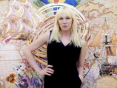 Topacio Fresh , la Galerista Trans Argentina que triunfa en España.