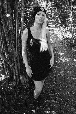 BIRKA Frauen Curved Vest Dress Titelbild