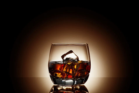 whiskey-black-background_44073-748.jpg