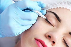 maquillaje delineador de ojos