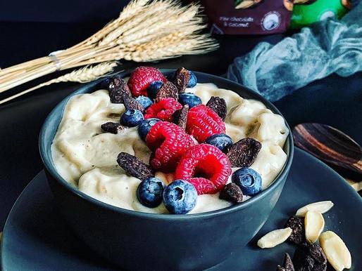 Pili nut smoothie bowl