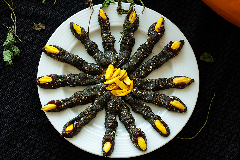 Raw vegan halloween recipe witch fingers