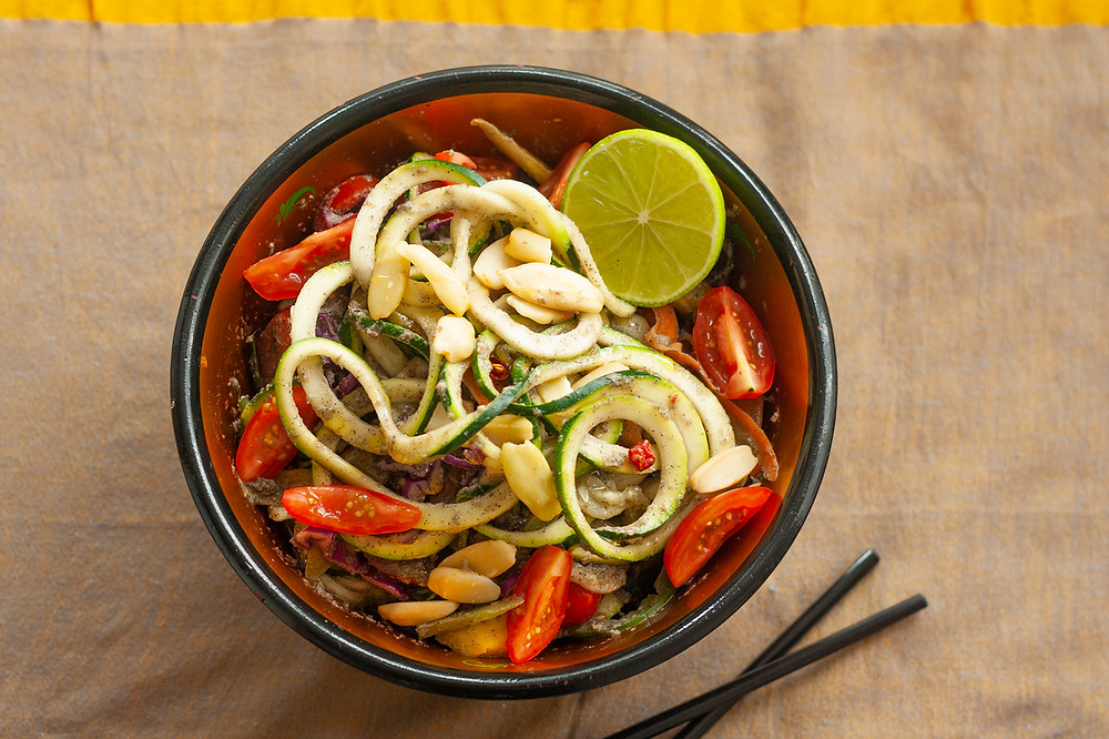 Raw vegan pad thai with spiralised zucchini