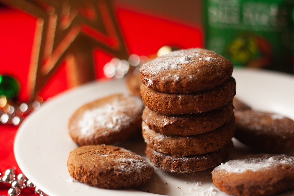 Christmas vegan gingerbread cookies