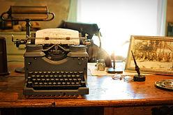 typewriter-2095754_1920.jpg