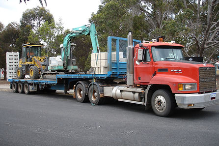 BUNBURY LIMESTONE MOVING RETAINING WALL EQUIPMENT FROM SITE TO SITE