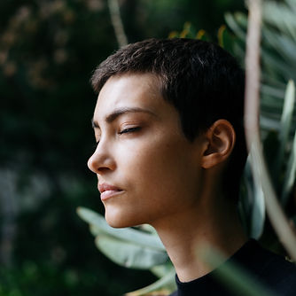 vrouw sola meditatie vierkant.jpg