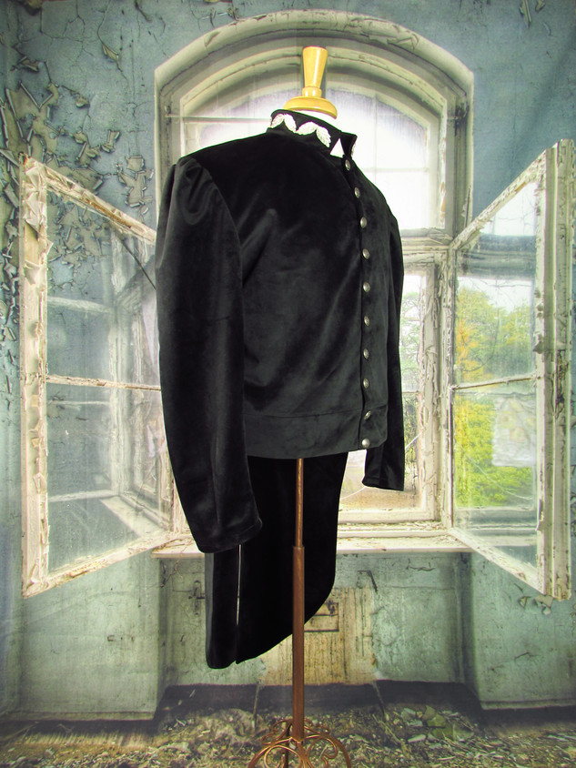 Dr. Who Tailcoat_Front-Side.JPG