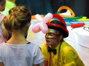 Balloon Twiste at party